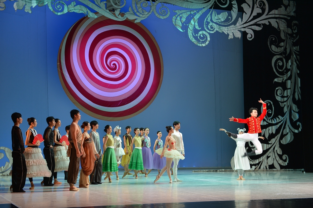كسارة البندق لفرقة سوتشي الصينية للباليه على خشبة المسرح الوطني بالمنامة