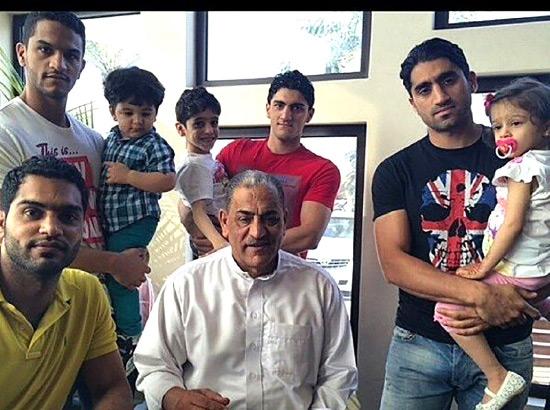 الأبناء الأربعة مع المرحوم والدهم عبدالقادر
