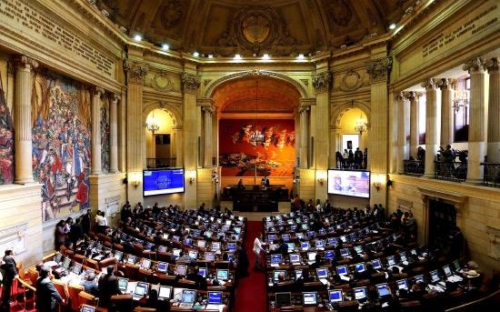 مجلس النواب الكولومبي خلال تصويته على اتفاق السلام - epa