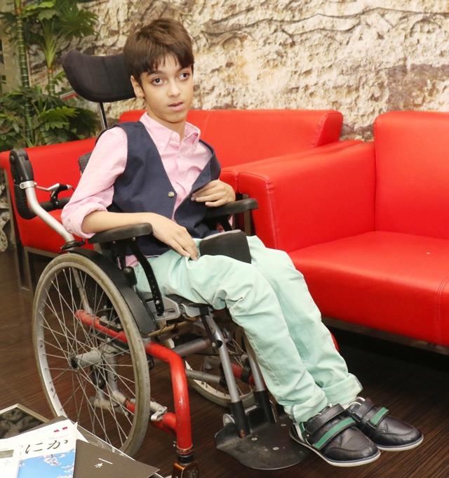 سيدمحمد النعيمي: أحلم أن أكون مبرمج حاسوب      - تصوير : عقيل الفردان