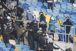 بالفيديو... إصابة عشرة أشخاص في أحداث عنف قبل مباراة دينامو كييف وبشكتاش