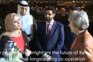 بالفيديو... رئيسة الوزراء البريطانية ملتقيةً شباباً بحرينيين: بعطائكم سيكون مستقبل وطنكم عظيماً