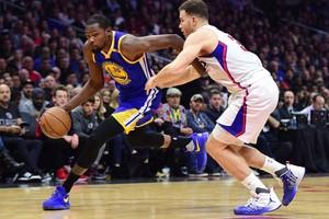 بالفيديو... غولدن ستيت يتخطى كليبرز في دوري السلة الأميركي