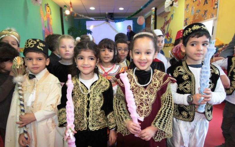 اطفال من الجزائر يحتفلون بالمولد النبوي الشريف