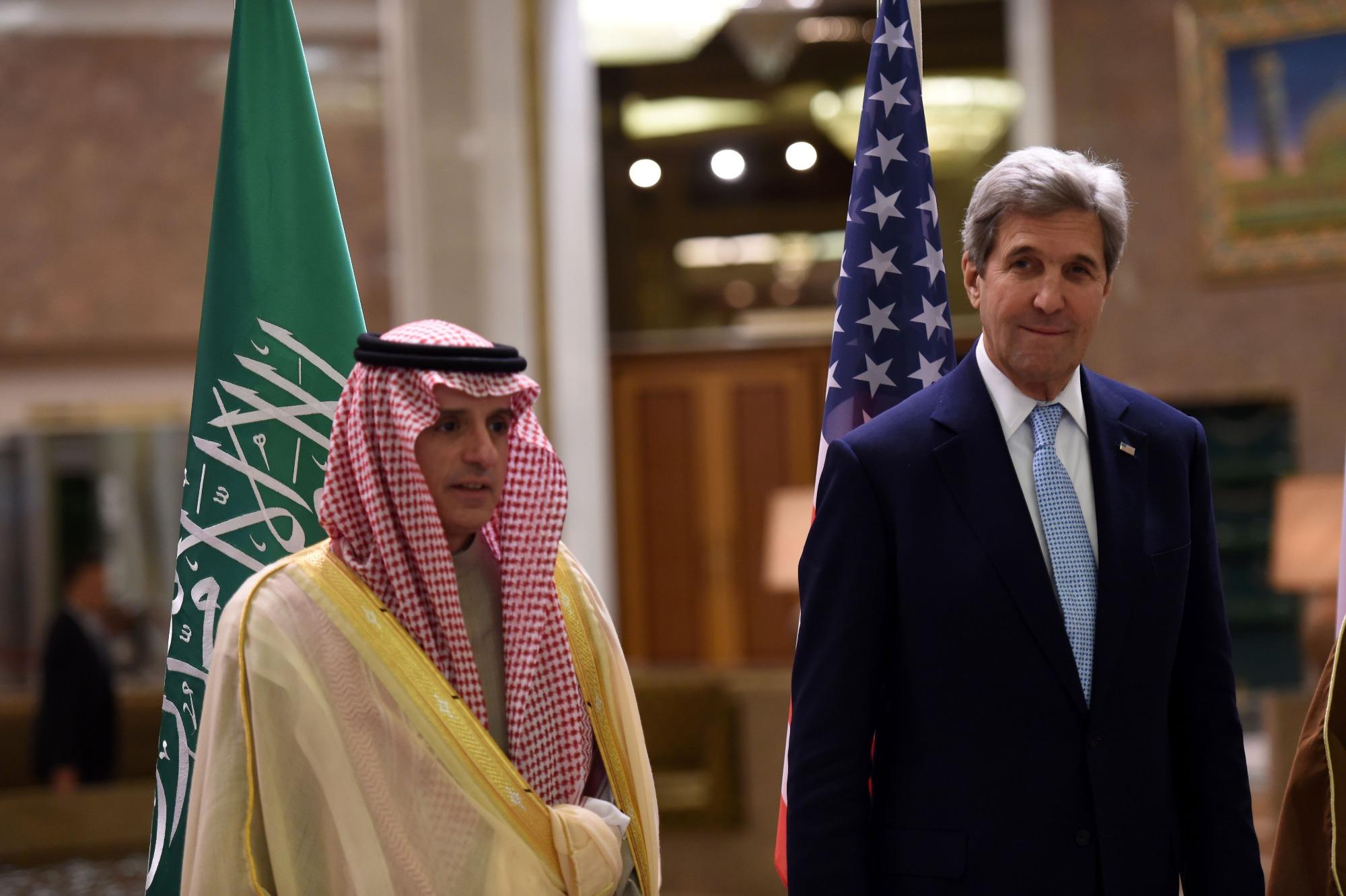الجبير مع نظيره الأميركي خلال اجتماع اللجنة الرباعية حول اليمن في الرياض اليوم (أ ف ب)