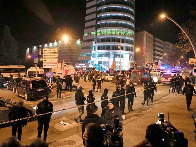 الشرطة التركية تؤمن المنطقة حيث قتل السفير الروسي في تركيا - REUTERS