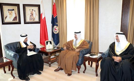 وزير الداخلية مستقبلاً الأمين العام لمجلس وزراء الداخلية العرب