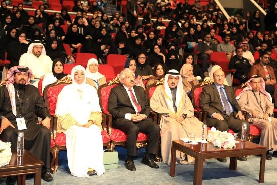 وزير التربية خلال حضوره ملتقى جائزة خالد بن حمد للمشاريع الجامعية