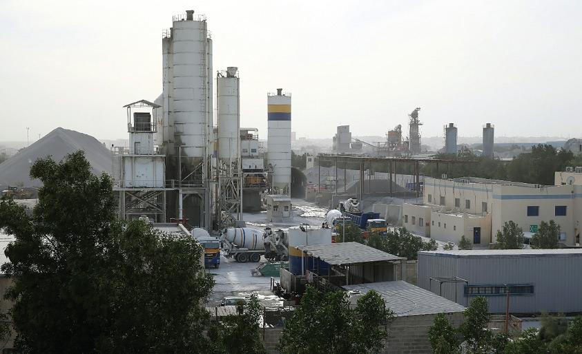 المسافة بين منازل الأهالي والمصنع لا تتجاوز عشرة أمتار - تصوير محمد الجدحفصي