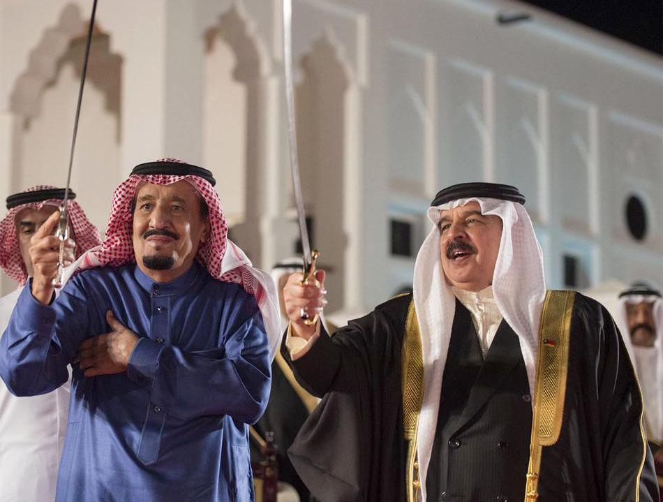 العاهل السعودي خلال زيارته للبحرين