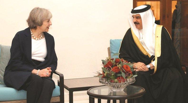 عاهل البلاد خلال استقباله رئيسة وزراء بريطانيا لدى حضورها قمة مجلس التعاون    (ارشيفية)