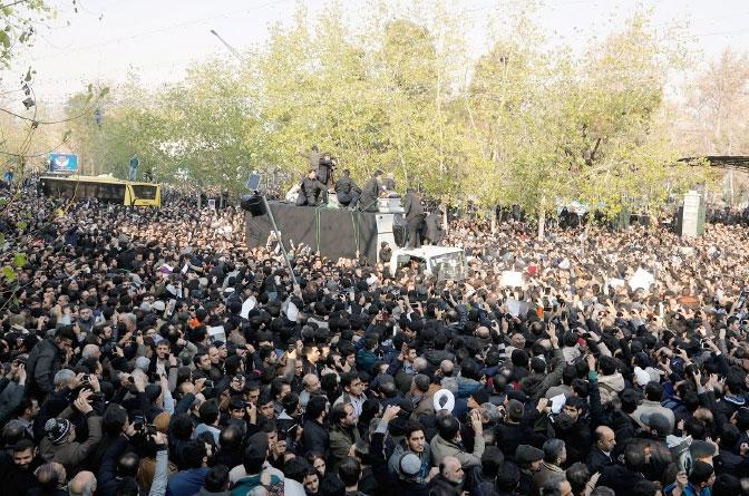 الآلاف من الإيرانيين أثناء تشييع جنازة علي أكبر هاشمي رفسنجاني في طهران - epa