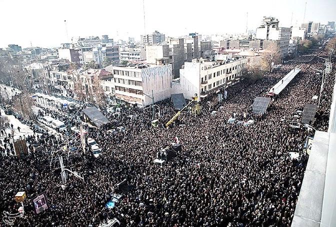 الآلاف من الإيرانيين أثناء تشييع جنازة علي أكبر هاشمي رفسنجاني في طهران - reuters