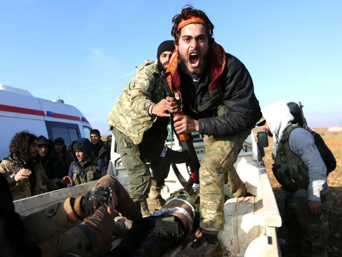 مقاتل من الجيش السوري الحر يصرخ قرب جثة شقيقه - reuters