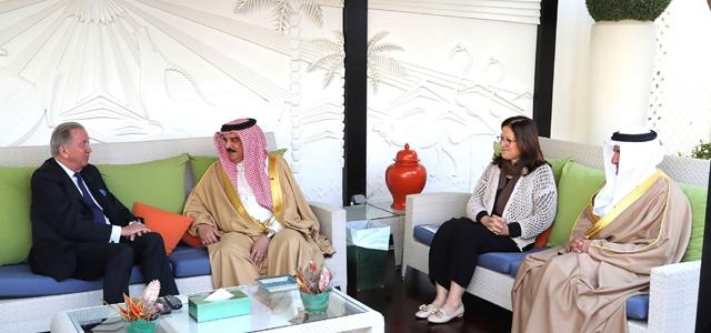 العاهل يشيد بالتعاون القائم بين مملكة البحرين ومعهد السلام الدولي