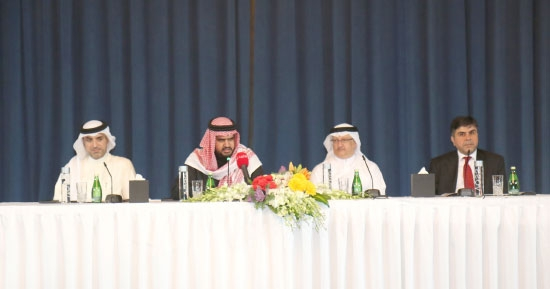 عيسى بن علي خلال حديثه في المؤتمر الصحافي