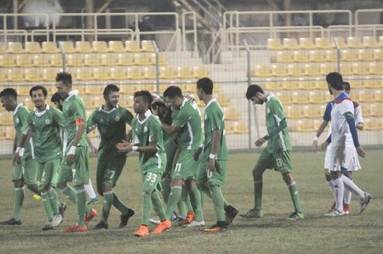فرحة لاعبي البحرين بالهدف الثاني