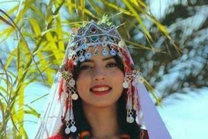 بالفيديو والصور... شابة مغربية تتوج ملكة جمال الأمازيغ