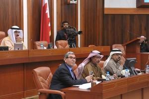 في جلسة 'النواب' اليوم: قراطة: الاتحاد الخليجي يمكن البدء به بين دولتين... وداوود يحذر من مطبوعات جنسية تصل للبحرين