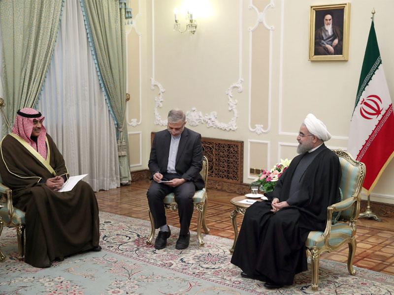الرئيس الايراني مع وزير الخارجية الكويتي الشيخ صباح الخالد الصباح في العاصمة طهران