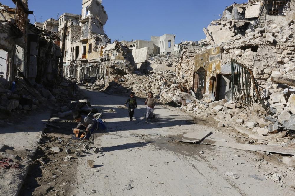 قوات سوريا الديمقراطية تسعى لعزل الرقة نهائيا عن مناطق سيطرة داعش