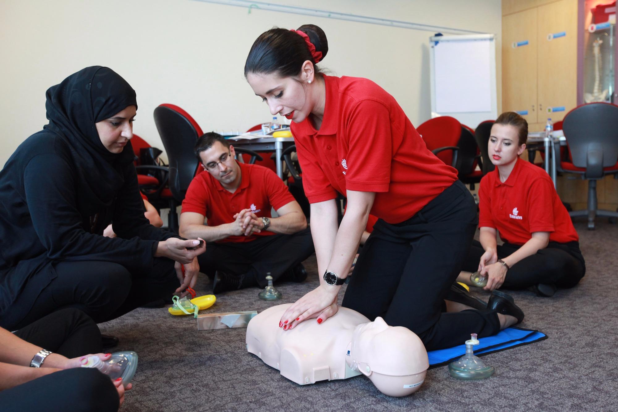 طيران الإمارات وفرت خلال العام 2016، نحو 23 ألف ساعة تدريب طبي لأفراد أطقم الخدمات الجوية والطيارين لضمان استعدادهم لمساعدة الركاب على متن الطائرة