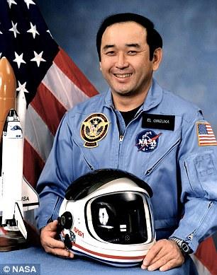 رائد الفضاء الذى كان يحمل الكرة معه على متن المركبة المنفجرة