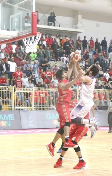 المنامة يثأر لنفسه من المحرق بـ «سداسي السلة»  - تصوير عقيل الفردان