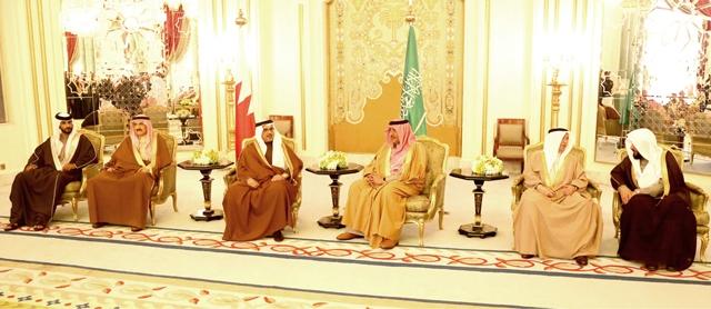 وصول سمو ولي العهد للرياض ولقاؤه سمو الأمير محمد بن نايف