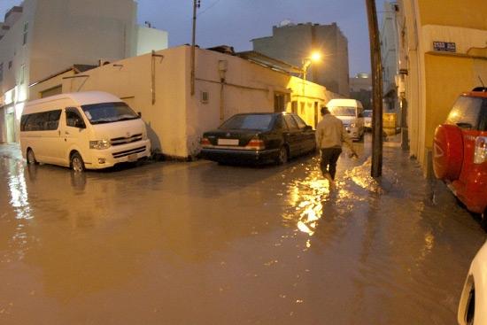 المياه تحاصر المنازل في سار