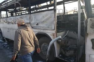 بالفيديو والصور... 'التربية': نجاة 35 طالباً وطالبة من حريق التهم حافلة تابعة للمدرسة الهندية الخاصة