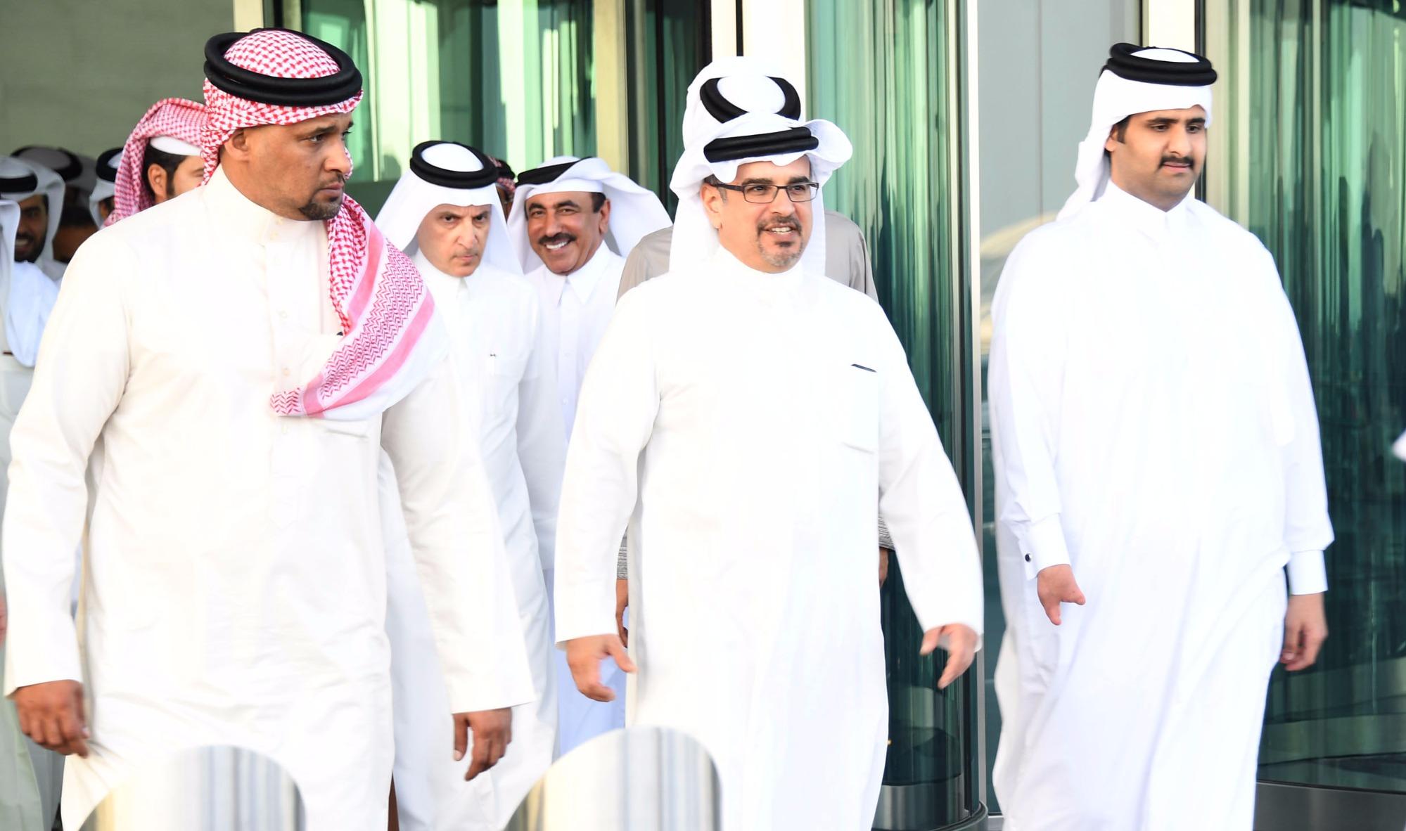 سمو ولي العهد لدى زيارته مطار حمد الدولي في قطر أمس