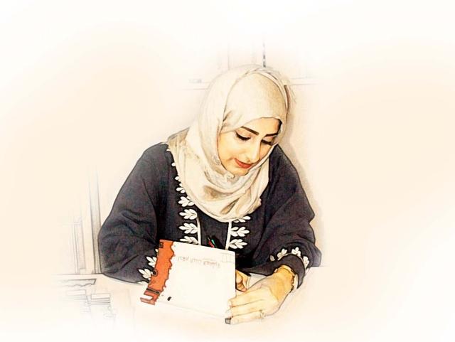 السيفي توقع مجموعتها «أحلام البنت العاشرة»