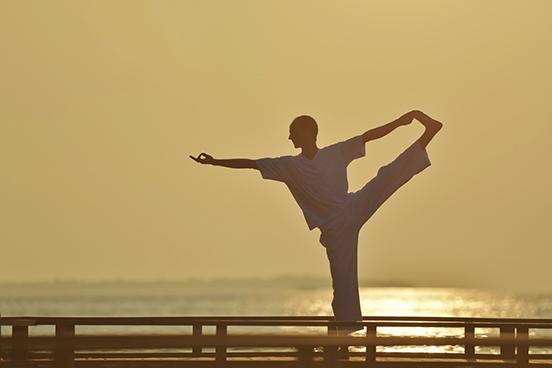 رياضة اليوغا في وقت الغروب بميليدهو