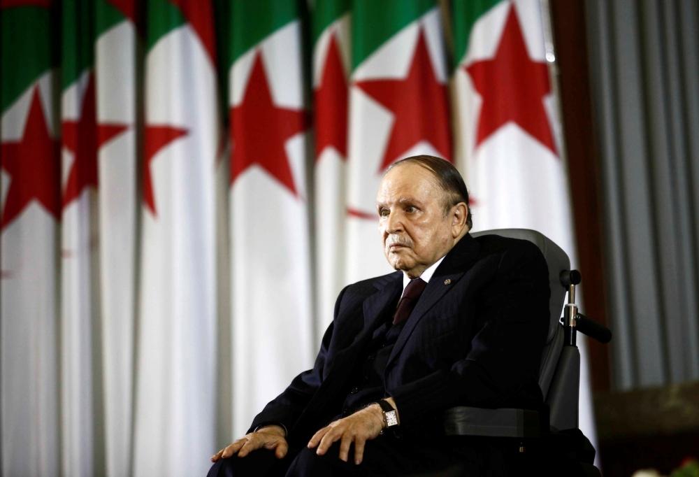 بوتفليقة يظهر على التلفزيون الجزائري بعد تردد شائعات عن وفاته