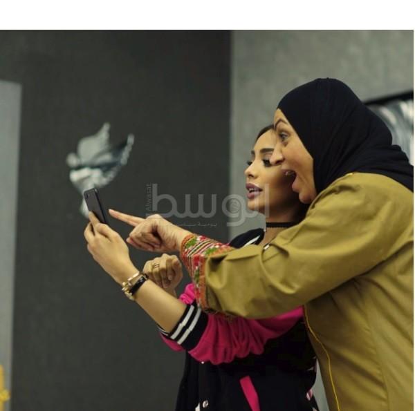 الفنانة شفيقة يوسف مع الفنانة السعودية سارة اليافعي