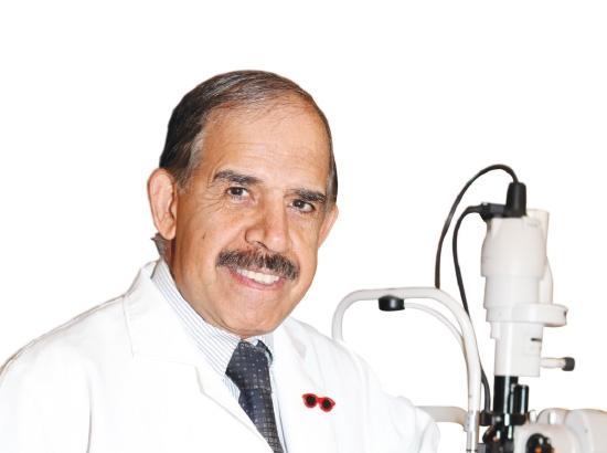 د. حسن العريض: استشاري أمراض جراحة العيون (مركز العيون التخصصي)