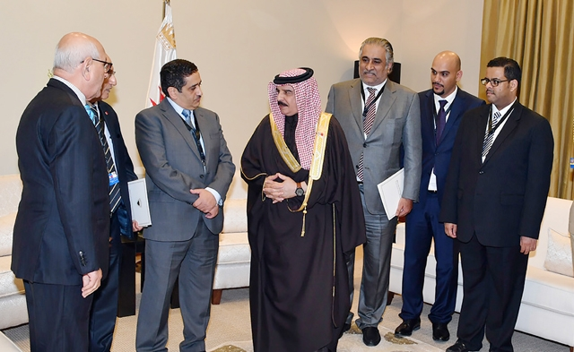 العاهل ينوه بحضور «رؤساء التحرير» وتواجدهم المميز في القمة العربية