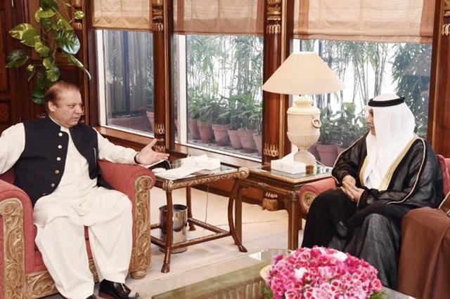 الزياني مجتمعاً مع رئيس الوزراء الباكستاني
