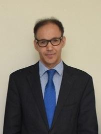 استشاري جراحة المخ والأعصاب في مستشفى الملك فيصل التخصصي ومركز الأبحاث بالرياض الطبيب فيصل العتيبي