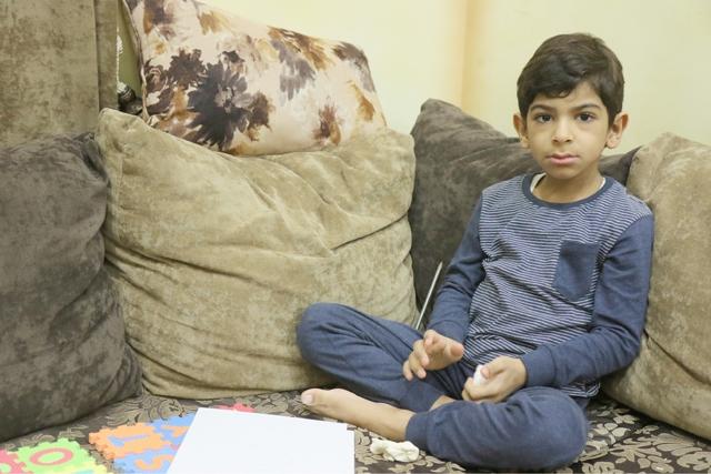 الطفل حسين علي - تصوير : محمد المحرق