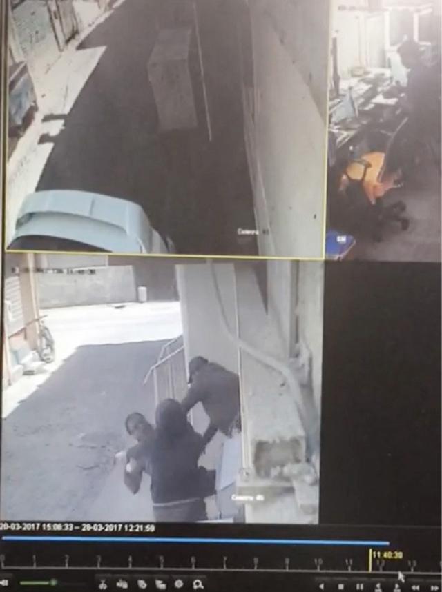 فيديو تداولته مواقع التواصل الاجتماعي لتعرض أحد أصحاب محلات الذهب لاعتداء في المنامة