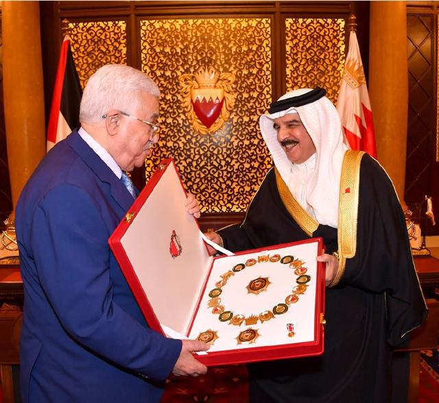 جلالة الملك مستقبلاً الرئيس محمود عباس - بنا