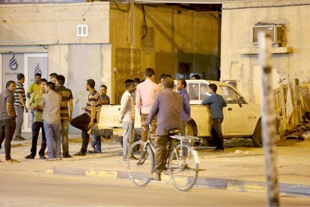 «الأهالي»: أغلب مساكن العزاب مخالفة للقوانين في البحرين
