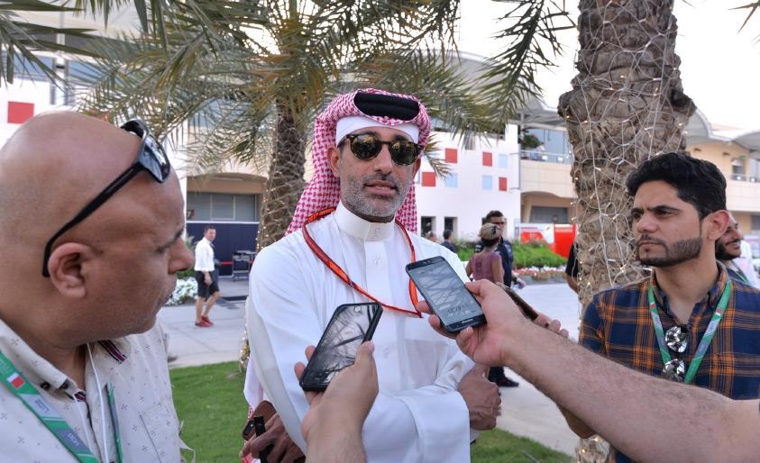 سلمان بن عيسى يتحدث للإعلاميين