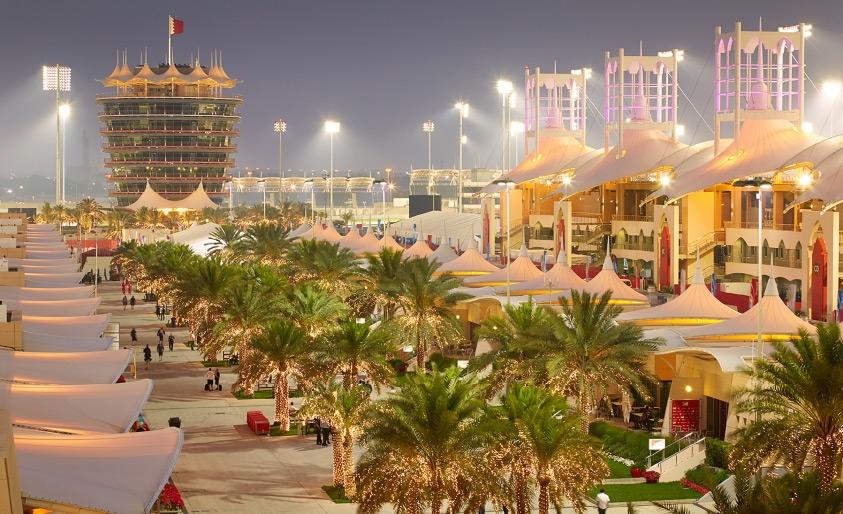 حلبة البحرين تخطف الأنظار بالسباق الليلي