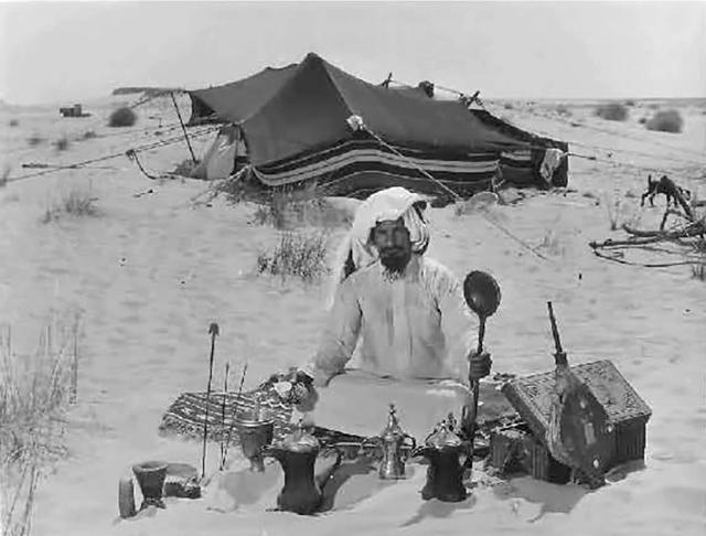 تُعدُّ القهوة العربية في دول الخليج في صميم العادات والتقاليد