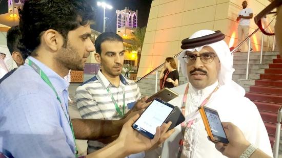 عبدالله بن راشد متحدثاً لوسائل الإعلام