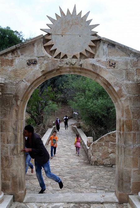 معبد لالش، المقدس بالنسبة إلى الإيزيديين، شهد إقبالا كبيرا في الأربعاء الأحمر