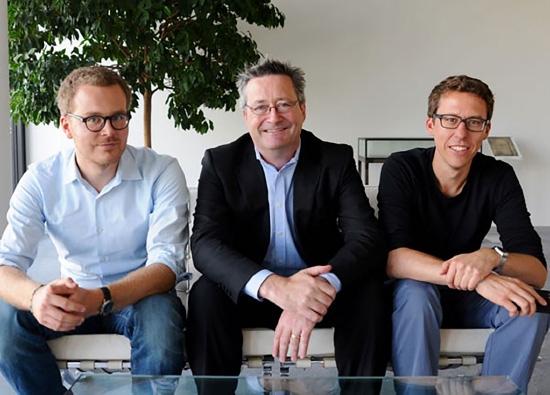 من اليمين: باستيان أوبرماير، جيرارد رايل، فريدريك أوبرماير